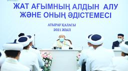 ВЕРХОВНЫЙ МУФТИЙ ПРОЧИТАЛ ЛЕКЦИЮ ИМАМАМ АТЫРАУ (ФОТО)