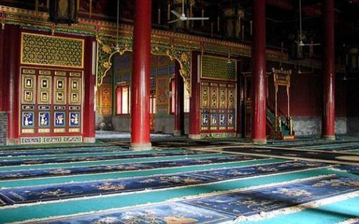 Все суры Корана вырезаны на стенах уникальной мечети в Китае