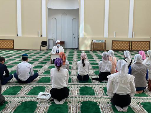 Уральск: Главный имам дал благословение выпускникам
