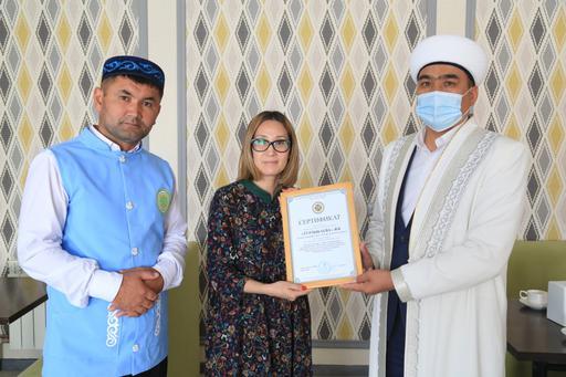 Ақтөбе: «Сүзбе» дәмханасына халал сертификаты табысталды