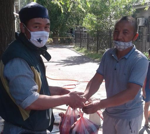 Шымкент: «Торлан» мешітінде 130 отбасыға ыстық тамақ таратылды