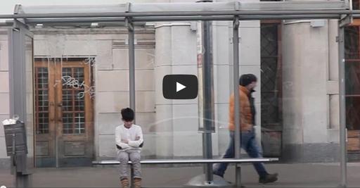 Социальный эксперимент Мальчик на автобусной остановке Россия