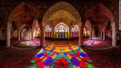 Такое можно увидеть только утром и только в одной мечети