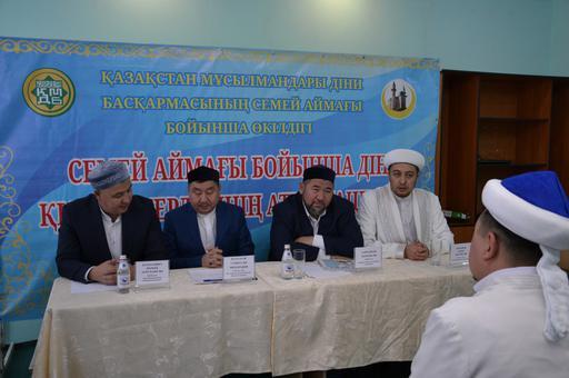 Семей өңірі бойынша Қос мұнаралы орталық мешітінде имамдар аттестациядан өтті