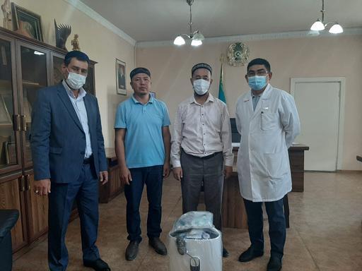 Түркістан: Ауруханаға аппарат, дәрігерлерге дәм берді