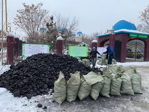 Ауыл мешіті 10 тонна көмір таратты