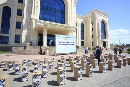 КОРОБКИ С ПРОДУКТАМИ БЫЛИ РОЗДАНЫ 600 НУЖДАЮЩИМСЯ СЕМЬЯМ