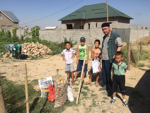 Шымкент: 65 мұқтаж отбасыға азық-түлік себеті берілді
