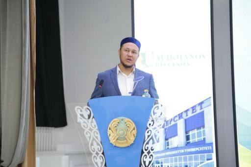 Арман Қуанышбаев студенттермен кездесті