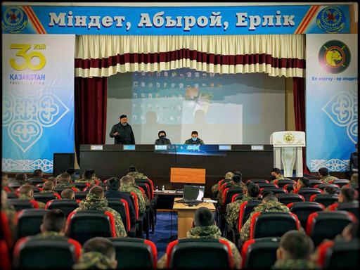 Павлодар: Ұлттық ұлан сарбаздарымен кездесті