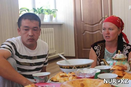 ОҚО-да қазақ жігітіне тұрмысқа шыққан орыс қызы намазға жығылды (фото)
