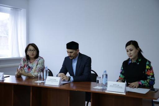 Атырау облысының Бас имамы Батыржан Мансұров студент жастармен кездесті (ФОТО+ВИДЕО)