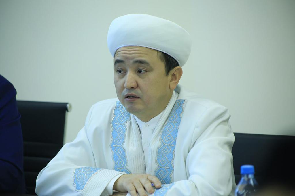 Наиб муфтий Ершат Онгаров принял участие в круглом столе